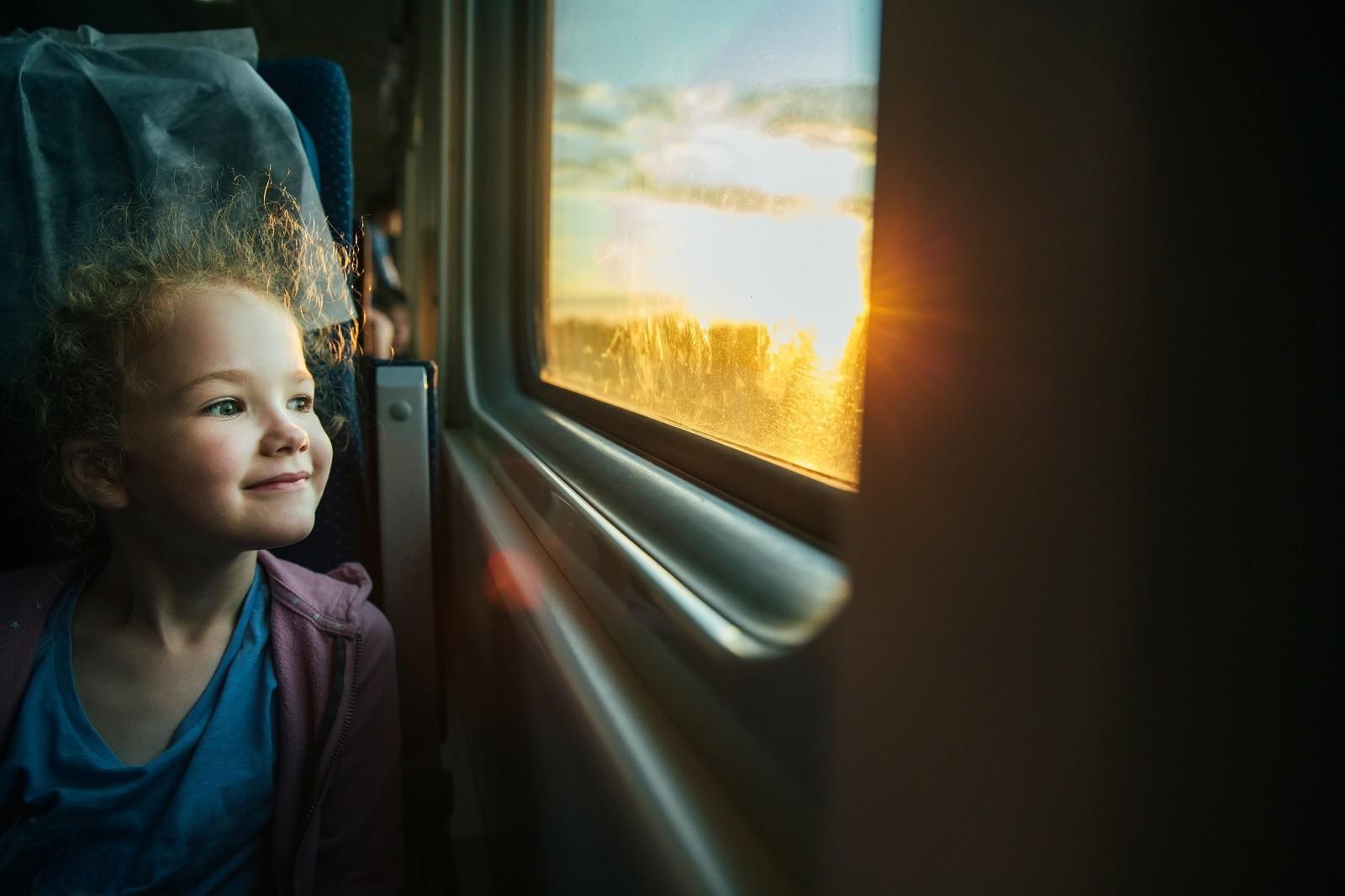 train_enfant_shutterstock.jpg