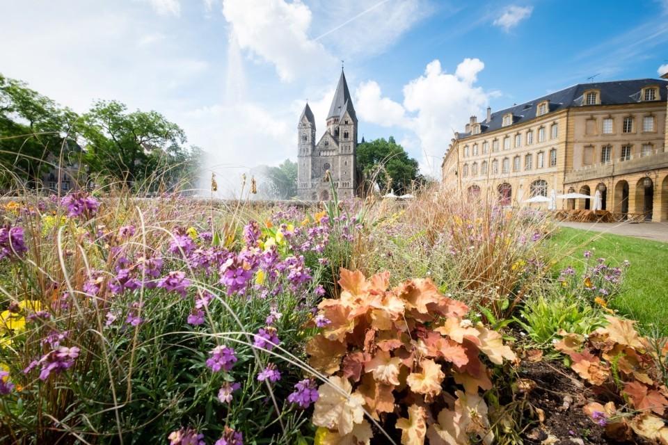 vue_sur_le_temple_neuf_et_la_place_de_la_comedie.jpg